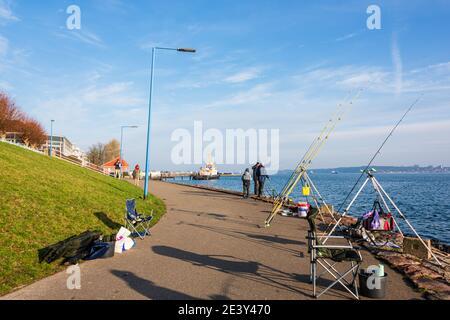 Impressionen aus Kiel - Der Tiessenkai in Kiel-Holtenau am eingang zur Kieler Schleuse in den Nord-Ostsee-Kanal