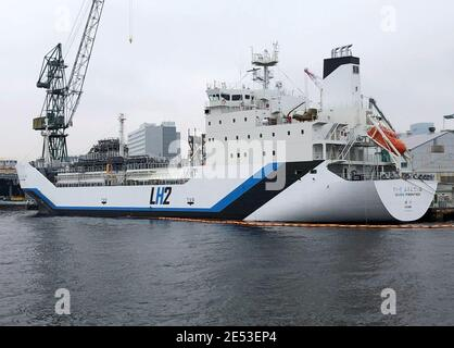 The liquefied hydrogen carrier SUISO FRONTIER, built by Kawasaki Heavy Industries and due to transport its first cargo of hydrogen extracted from brown coal from Australia to Japan, is docked at Kobe Works yard in Kobe, western Japan January 22, 2021. Picture taken January 22, 2021.  REUTERS/Yuka Obayashi - Stock Photo