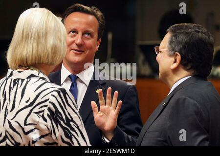 Britain's Prime Minister David Cameron talks to European Commission President Jose Manuel Barroso (R) during an European Union leaders summit in Brussels June 27, 2014. Cameron will make a last-ditch stand against the nomination of Jean-Claude Juncker for European Commission president on Friday, enforcing a point of principle that raises the risk of Britain leaving the European Union. REUTERS/Pascal Rossignol (BELGIUM - Tags: POLITICS TPX IMAGES OF THE DAY) Stock Photo