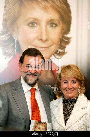 Spanish opposition Popular Party leader Mariano Rajoy (L) and President of Madrid's regional government Esperanza Aguirre pose after the presentation of Aguirre's biography 'Esperanza Aguirre La Presidenta' in Madrid November 28, 2006.  REUTERS/Andrea Comas  (SPAIN)