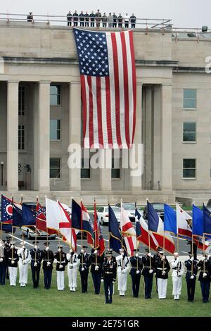 Soldiers stand at attention during fifth anniversary ceremonies marking the September 11th attacks on America at the Pentagon in Washington September 11, 2006.   REUTERS/Joshua Roberts   (UNITED STATES) Stock Photo