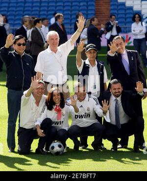 Madrid Mayor Alberto Ruiz Gallardon (bottom L) poses with the International Olympic Committee's (IOC) evaluation commission members and Real Madrid officials during an inspection visit to the Santiago Bernabeu stadium in Madrid May 6, 2009. The IOC's evaluation team is inspecting Madrid's proposed venues this week as it competes with Tokyo, Rio de Janeiro and Chicago to host the 2016 Olympic and Paralympic games.   REUTERS/Juan Medina  (SPAIN SPORT OLYMPICS POLITICS) Stock Photo