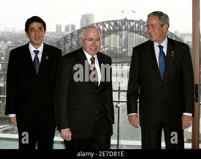 U.S. President George W. Bush (R) poses with Australian's Prime Minister John Howard (C) and Japan's Prime Minister Shinzo Abe before a working breakfast in Sydney September 8, 2007. Bush and Abe are with Howard in Sydney for the Asia-Pacific Economic Cooperation (APEC) summit.      REUTERS/Jason Reed   (AUSTRALIA)