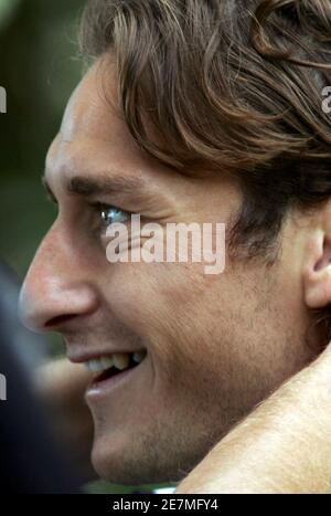 Italy's national soccer team forward Francesco Totti attends a training camp in the central Italian town of Coverciano June 6, 2006.  WORLD CUP 2006 PREVIEW   REUTERS/Marco Bucco  (ITALY) - Stock Photo