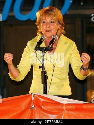 Madrid regional government president Esperanza Aguirre addresses supporters at the party headquarters in Madrid,  after Spaniards went to the polls in regional and municipal elections May 27, 2007.    REUTERS/Andrea Comas (SPAIN)