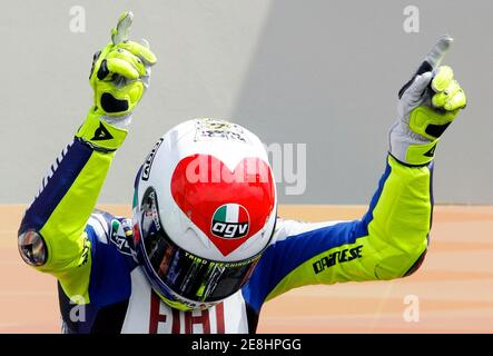 Yamaha MotoGP rider Valentino Rossi of Italy celebrates after winning the Italian Grand Prix at Mugello June 3, 2007. Rossi won the race ahead of Dani Pedrosa of Spain in second place and Alex Barros of Brazil in third.     REUTERS/Giampiero Sposito (ITALY) - Stock Photo