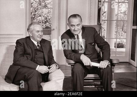 American president Lyndon Johnson and UK Prime Minister Harold Wilson at press conference, White House, Washington, D.C., USA. By Marion S. Trikosko (
