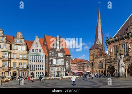 Market square, gabled houses, steeple of the Liebfrauenkirche, old town hall, Bremen,