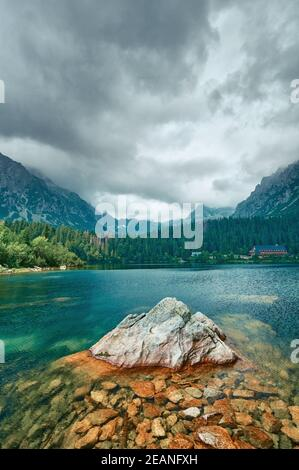 Fantastic views of the lake under sunlight. Dramatic and picturesque scene.