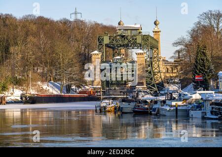 Das alte Schiffshebewerk Henrichenburg am Dortmund-Ems-Kanal in Waltrop, Nordrhein-Westfalen, Deutschland, Europa   Historic Henrichenburg boat lift i