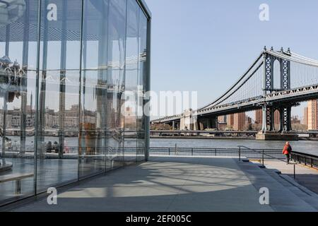 Brooklyn Bridge view at day time with a nice reflection of the carousel at Brooklyn Park Stock Photo