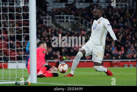 Soccer Football - Europa League Round of 32 Second Leg - Arsenal vs Ostersunds FK - Emirates Stadium, London, Britain - February 22, 2018   Arsenal's David Ospina in action with Ostersunds FK's Ronald Mukiibi     REUTERS/Eddie Keogh - Stock Photo