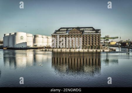 Westhafen Berlin, BEHALA Speicherhaus, Lagerhaus, Zollhaus Gebauede, Unitank, Oeltanks, Berlin-Moabit, Deutschland - Stock Photo
