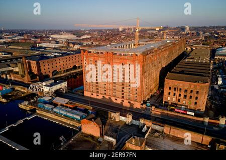 Tobacco Warehouse is a grade II listed building and is the world's largest brick warehouse. Constructed in 1901 standing 125 feet high in Stanley Dock - Stock Photo