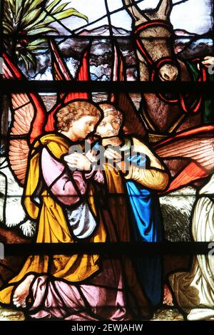 Two angels praying. Stained glass. Notre-Dame de Senlis Cathedral. Senlis. Oise. Picardy. France. Europe.