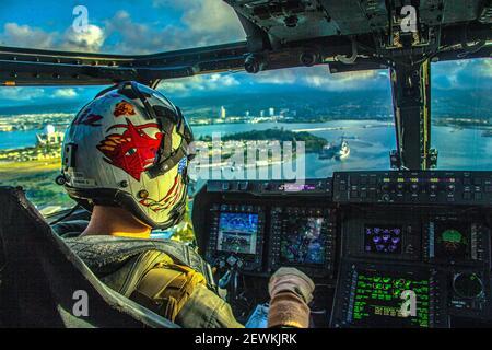 PEARL HARBOR (Dec. 21, 2020) U. S. Marine Corps Capt. Brendon Connor, a pilot assigned to Marine Medium Tiltrotor Squadron (VMM) 268, flies his MV-22 Stock Photo