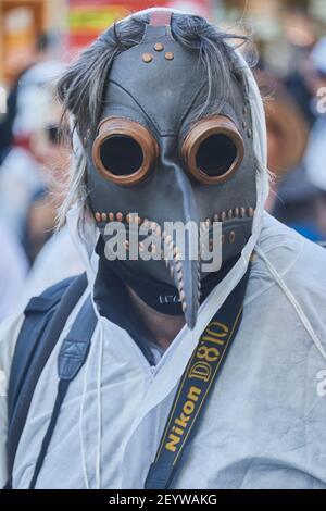 Chur, Schweiz. 6. März. Teilnehmer mit Horror Maske während der Demonstration gegen Corona Massnahmen in Chur. Stock Photo