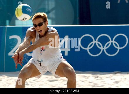 KRT SPORTS STORY SLUGGED: OLY-BEACHVOLLEYBALL KRT PHOTO BY KARL MONDON/CONTRA COSTA TIMES (August 18) ATHENS, GREECE -- Raul Papaleo of Puerto Rico sets the ball against Sweden in beach volleyball action in the 2004 Olympic Games on Wednesday, August 18, 2004. (Photo by gsb) 2004