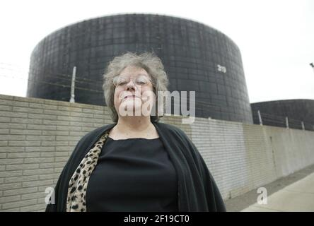 KRT US NEWS STORY SLUGGED: ENV-REFINERIES-POLLUTION KRT PHOTO BY TOM PIDGEON/FORT WORTH STAR-TELEGRAM (DALLAS OUT) (December 16) Linda Wahl stands outside the Marathon Ashland Petroleum refinery near her home in Detroit, Michigan, on December 8, 2004. (Photo by gsb) 2004