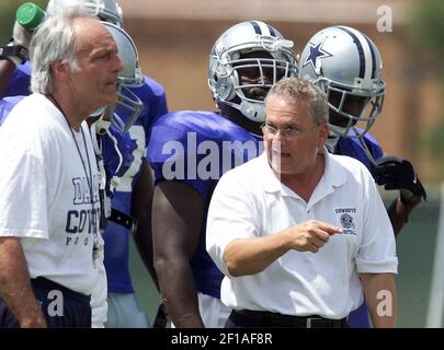 KRT STAND ALONE SPORTS PHOTO SLUGGED: COWBOYS KRT PHOTOGRAPH BY SHARON M. STEINMAN/FORT WORTH STAR-TELEGRAM (DALLAS OUT) (July 24) WICHITA FALLS, TX -- Dallas Cowboys head coach Dave Campo, right, special teams coach Joe Avezzano, left, and players at the team's training camp at Midwestern State University in Wichita Falls, Texas, on Tuesday July 24, 2001. (Photo by FT) NC BL KD 2001 (Horiz) (mvw)