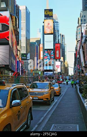geography / travel, USA, New York, New York City, Times Square, Yellow Cabs (Taxis), Midtown Manhattan, Additional-Rights-Clearance-Info-Not-Available