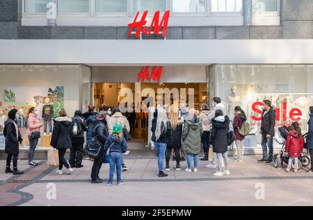 Essen, North Rhine-Westphalia, Germany - Retail in times of the Corona Pandemic at the second lockdown, stores in NRW are partially open under restric - Stock Photo
