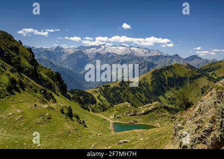 ENG: Aneto and the Maladetas massif seen in summer from near to Còth der Estanh, on the path to the Montlude summit (Aran Valley, Catalonia, Spain, Py Stock Photo