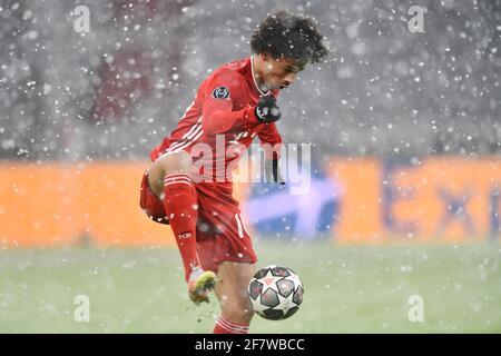 Leroy SANE (FC Bayern Munich) on the ball, action, single image, trimmed single motif, half figure, half figure. FC Bayern Munich-Paris Saint Germain (PSG) 2-3, Soccer Champions League quarter-finals on April 7th, 2021, ALLIANZAREN A. DFL REGULATIONS PROHIBIT ANY USE OF PHOTOGRAPHS AS IMAGE SEQUENCES AND/OR QUASI-VIDEO. Photo: Jens Niering/Pool via SVEN SIMON Fotoagentur GmbH & Co. Press photo KG # Prinzess-Luise-Str. 41 # 45479 M uelheim/R uhr # Tel. 0208/9413250 # Fax. 0208/9413260 # GLS Bank # BLZ 430 609 67 # Account 4030 025 100 # IBAN DE75 4306 0967 4030 0251 00 # BIC GENODEM1GLS #