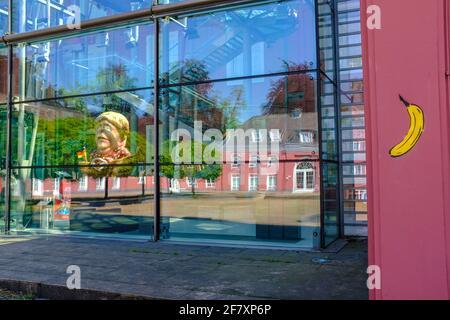 07.05.2020, Oberhausen, Nordrhein-Westfalen, Deutschland - Blick auf das Foyer des Hauptgebaeudes von Schloss Oberhausen, das die Ludwigsgalerie beher