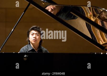 DEU, Deutschland, Ruhrgebiet, Essen, 10.02.2006: Der Pianist Lang Lang bei der Probe vor seinem Konzert in der Philharmonie Essen. [(c) Michael Kneffe