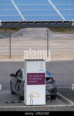 Charging station for electric cars, fast-charging station, partly from solar power from the roof, from Innogy and the Duisburg municipal utilities, ve