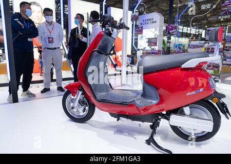 Shanghai. 5th May, 2021. Staff introduce an electric bike during the 30th China International Bicycle Fair in east China's Shanghai, May 5, 2021. The four-day event kicked off here on Wednesday, drawing more than 1,000 enterprises to participate. Credit: Cai Yang/Xinhua/Alamy Live News