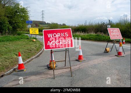 Aylesbury Vale, Buckinghamshire, UK. 29th April, 2021. HS2 have closed Rocky Road until 14th May 2021 for more work on the construction of the High Speed Rail from London to Birmingham. HS2 Security are stopping traffic and HS2 CCTV cameras are being used by HS2. HS2 have also closed a number of local footpaths including the bridleway from Rocky Lane to Durham Farm, however, none of the footpath closures are listed by Buckinghamshire Council on their website. Credit: Maureen McLean/Alamy