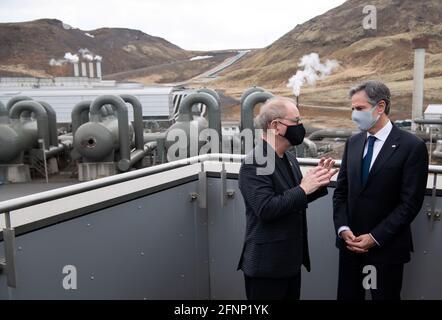 U.S. Secretary of State Antony Blinken speaks with CEO of Reykjavik Energy Bjarni Bjarnason during a tour to the Hellisheidi Geothermal Plant, in Hengill, Iceland May 18, 2021. Saul Loeb/Pool via REUTERS