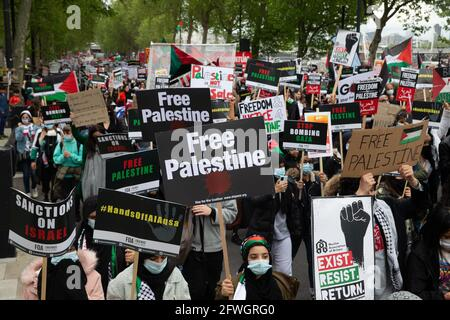 London, UK. 22nd May, 2021. A Pro Palestinian march sets off from Embankment to a rally in Hyde Park with speeches. People are angry at the bombing by Israel and are asking the British Govermnent to take action. They feel that the attacks by Israel have been disproportionate with most of the 250 deaths being Palestinians. Even though there is now a ceasefire, they want action from the British and American Governments. Credit: Mark Thomas/Alamy Live News