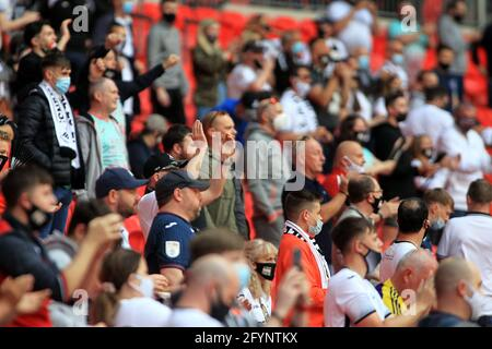London, UK. 29th May, 2021. Swansea City fans cheering ahead of k/o. EFL Skybet Championship play off final match, Brentford v Swansea City at Wembley Stadium in London on Saturday 29th May 2021. this image may only be used for Editorial purposes. Editorial use only, license required for commercial use. No use in betting, games or a single club/league/player publications. pic by Steffan Bowen/Andrew Orchard sports photography/Alamy Live news Credit: Andrew Orchard sports photography/Alamy Live News