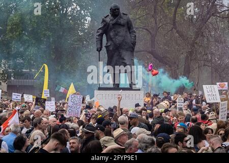 London, UK. 29th May, 2021. Kill The Bill Protest: Thousands of protesters from a range of activist organisations march through Westminster to demonstrate against a proposed policing bill which could see the introduction of a crime bill imposing severe restrictions on the right to protest. Credit: Guy Corbishley/Alamy Live News