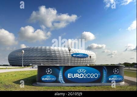 UEFA EURO 2020 in Munich with spectators! Archive photo :. EURO 2020 comes after Munich. Muenchen is one of 13 venues for the 2020 European Championship. This was announced by the European football association UEFA on Friday in Geneva. In the Allianz Arena, three preliminary round matches and a quarter-finals will be played in six years. PHOTOMONTAGE, archive photo: ALLIANZ ARENA in the evening sky, football arena, football stadium, stadium, FC Bayern Munich, twilight, twilight, afterthimmel, white lighting, white illuminated, light, Mood, evening mood, overview, long shot, architecture. Â