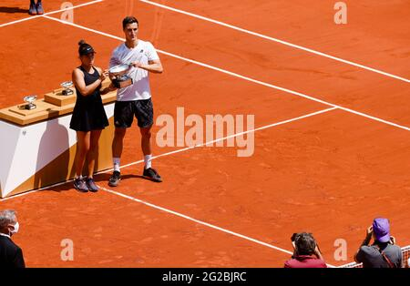 Paris, France. 10th June, 2021. Desirae Krawczyk from the USA and Joe Salisbury from GBR won the Mix Doubles final at the 2021 French Open Grand Slam tennis tournament in Roland Garros, Paris, France. Frank Molter/Alamy Live news