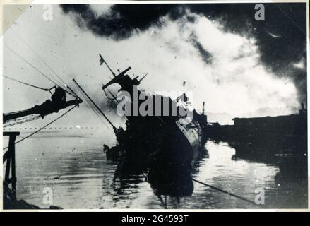Events: Second World War / WWII, France, scuttling of the French fleet in Toulon, 27.11.1942, damaged war ships