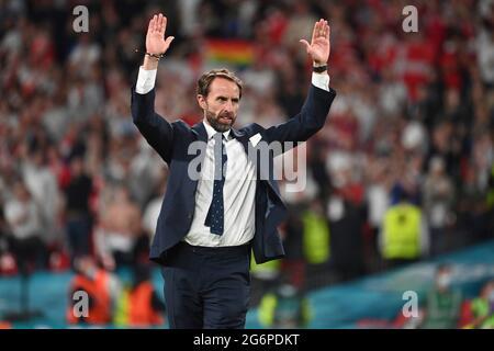 final jubilation Gareth SOUTHGATE (coach ENG), jubilation, joy, enthusiasm, single image, trimmed single motif, half figure, half figure. Semi-final, game M50, England (ENG) - Denmark (DEN) 2-1 nV on 07.07.2021 in London/Wembley Stadium. Football EM 2020 from 06/11/2021 to 07/11/2021.
