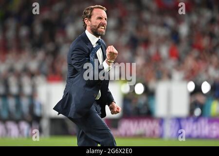 final jubilation Gareth SOUTHGATE (coach ENG), jubilation, joy, enthusiasm, single image, trimmed single motif, half figure, half figure, semifinals, game M50, England (ENG) - Denmark (DEN) 2-1 nV on 07.07.2021 in London/Wembley Stadium. Football EM 2020 from 06/11/2021 to 07/11/2021.