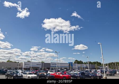Augusta Ga Usa 04 25 21 Side Angle View Planet Fitness Gym Entrance Bobby Jones Expressway Stock Photo Alamy