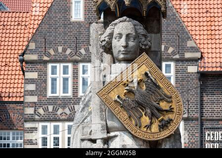 Germany, Bremen, Bremer Roland in front of historic gabled houses, Free Hanseatic City of Bremen