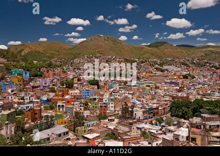Guanajuato overview (Mexico). Vue d'ensemble de la ville de Guanajuato (Mexique). - Stock Photo