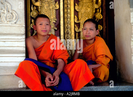 Northern Thailand, Lamphun. Young Buddhist monks. - Stock Photo