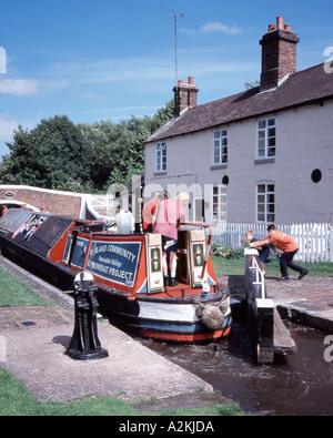 Community Project boat locking through Tixall Lock - Stock Photo