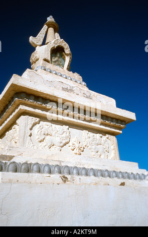 White stupa at Barlim Khiid monastery (Ongiin Khiid complex) in the Gobi desert of Outer Mongolia. - Stock Photo