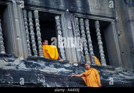 Budhist monks in Angkor wat, Cambodia - Stock Photo
