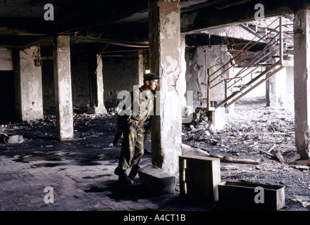 Serbian soldiers man a Bosnian Serb front line position near Lukavica over looking the city  of Sarajevo,  Sept - Stock Photo